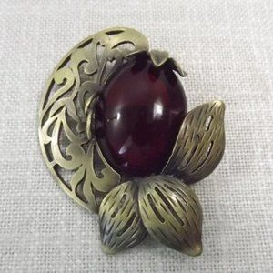 Jewelry - Vintage Brass Tone Faux Amber Cabochon Brooch